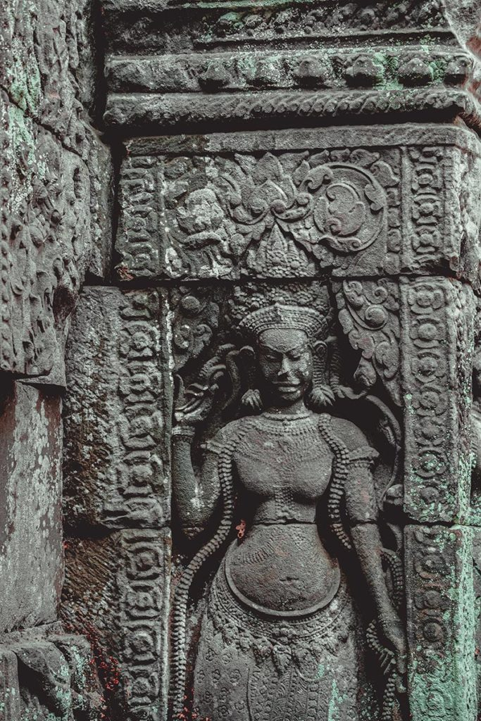Ta Som temples d'Angkor sculture apsara refuse to hibernate
