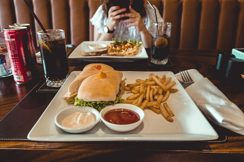 restaurant Menaka Siem Reap sandwich frites Refuse to hibernate