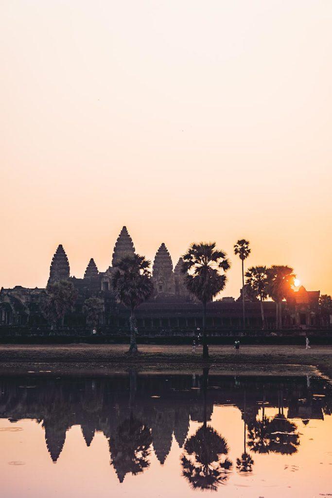 Temple d'Angkor Wat lever de soleil réflexion Refuse to hibernate
