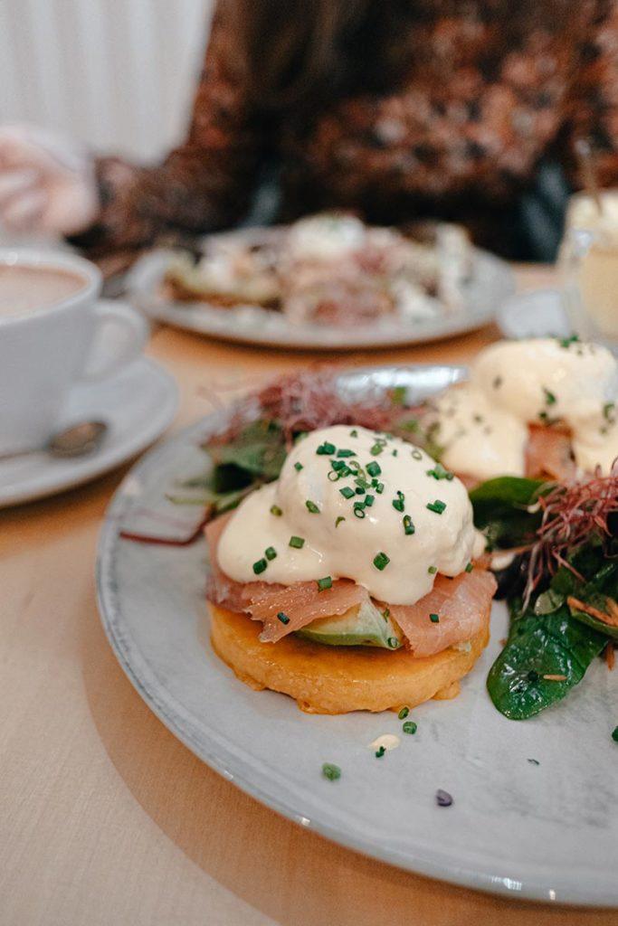 Bon Bouquet Café œufs Benedicte brunch Paris Refuse to hibernate