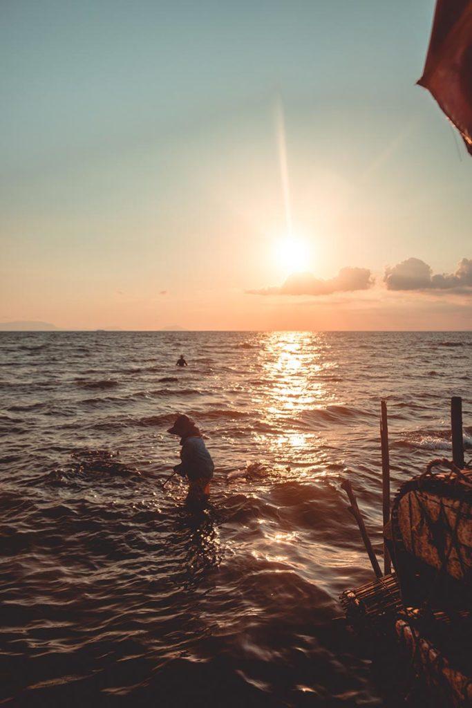 coucher de soleil au marché aux crabes de Kep Refuse to hibernate