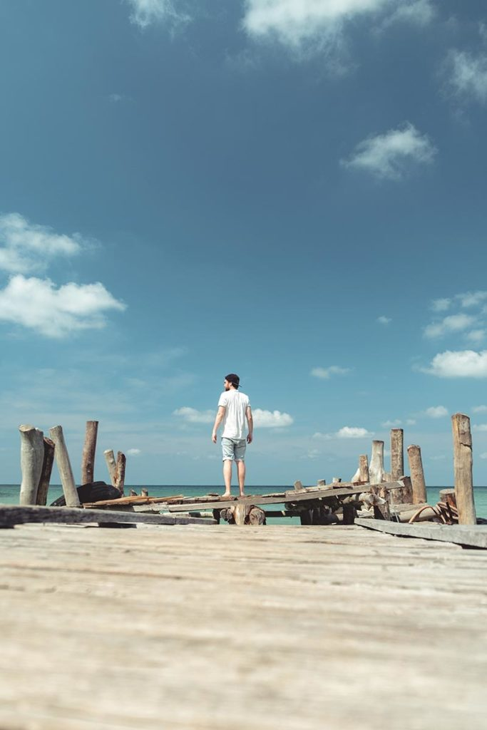 Mickaël sur le ponton de Lazy Beach Koh Rong Samloem Refuse to hibernate