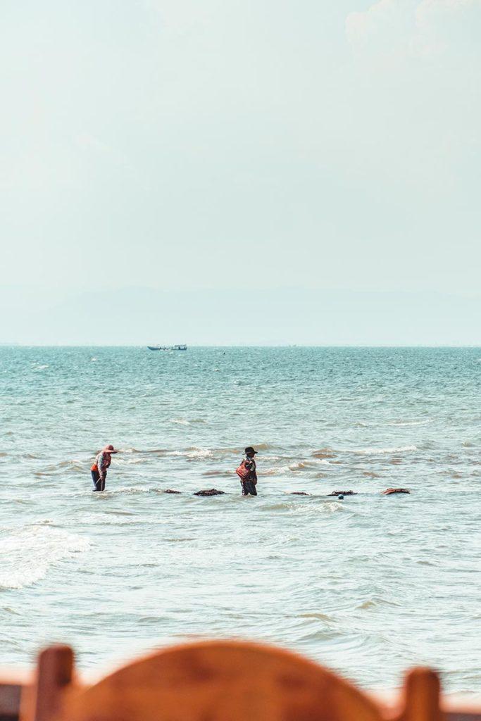 pêcheuses depuis le Kimly seafood restaurant Refuse to hibernate