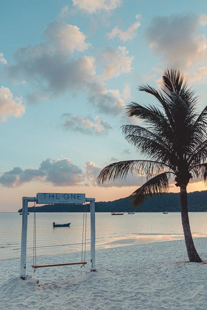 plage de The One Resort Koh Rong Samloem Refuse to hibernate