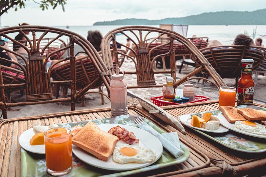 restaurant Onedertz petit déjeuner Koh Rong Samloem Refuse to hibernate