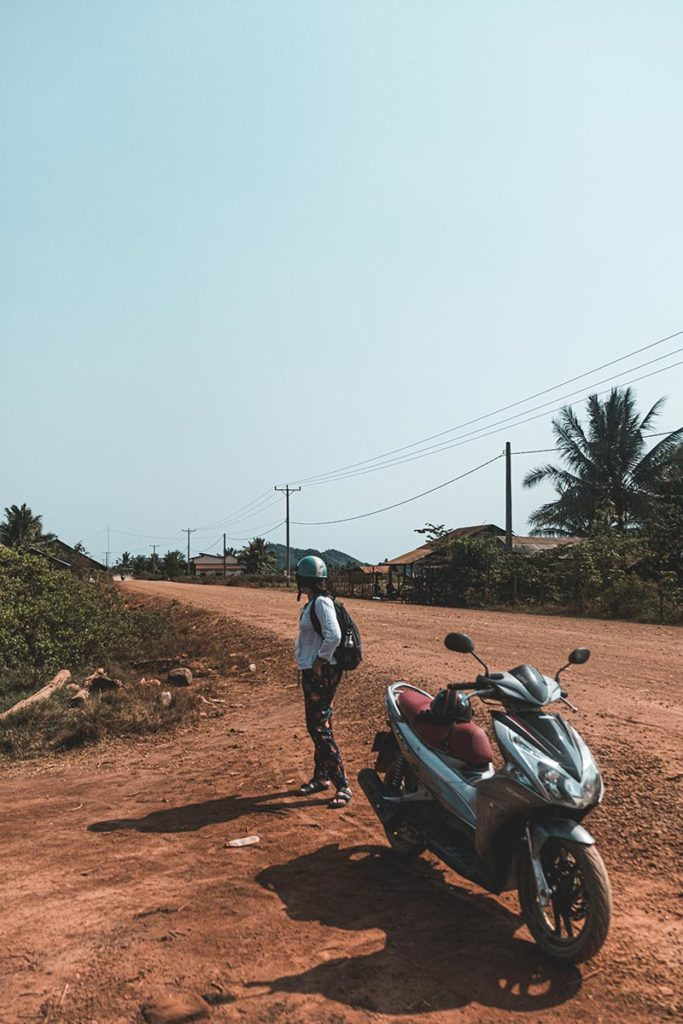 sur la route des champs de sel en scooter Kampot Refuse to hibernate