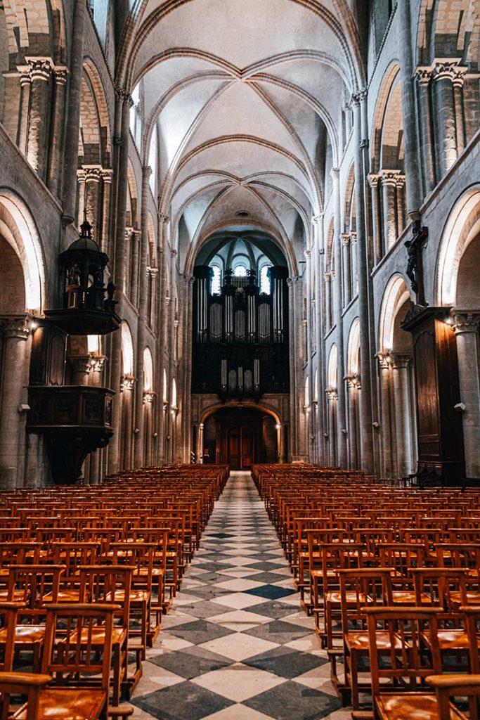 Abbaye aux hommes intérieur Caen Refuse to hibernate