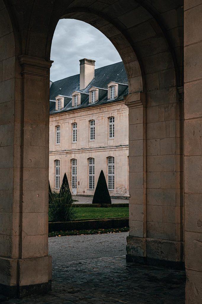 arcade Abbaye aux dames Caen Refuse to hibernate