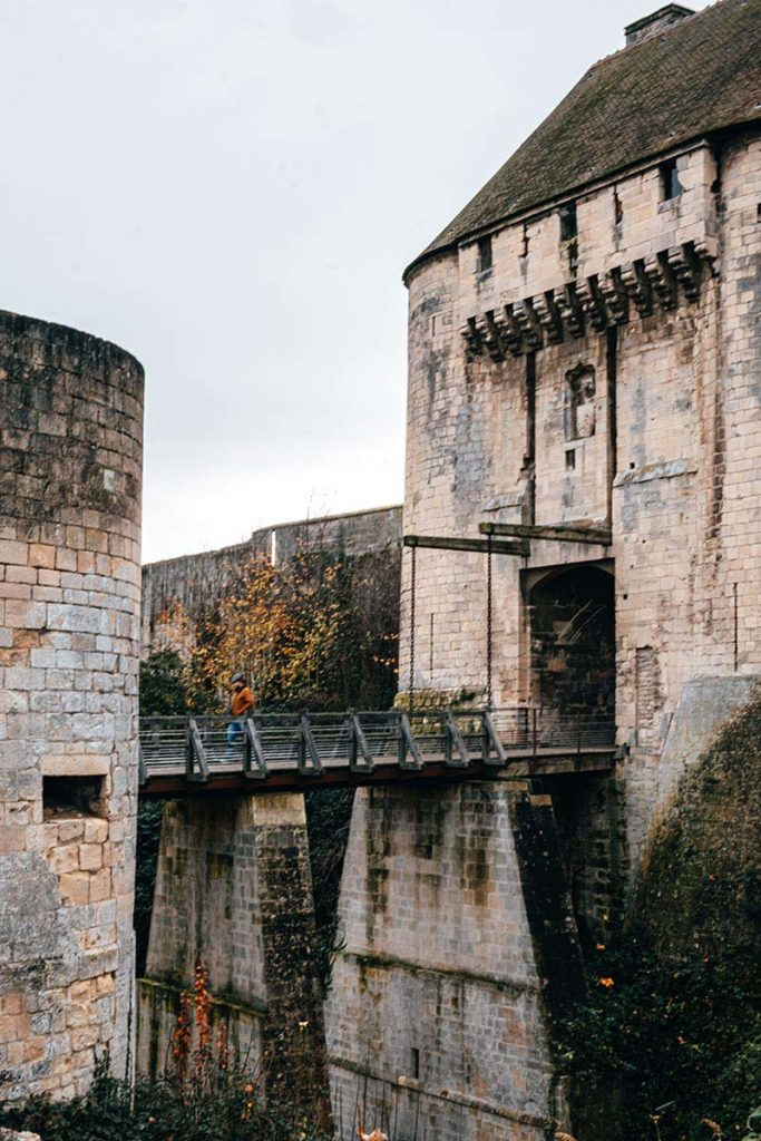 château de Caen pont Refuse to hibernate