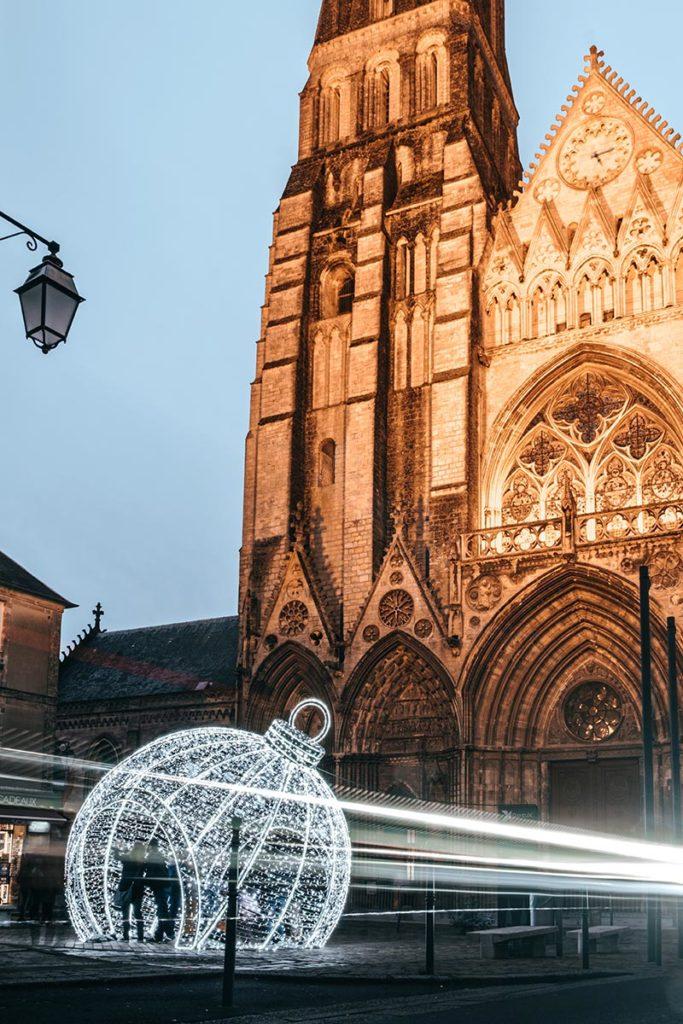 Décoration de Noël devant la Cathédrale de Bayeux Refuse to hibernate