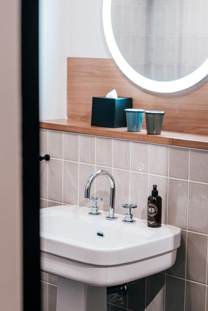 le Grand Quartier chambre salle de bain Refuse to hibernate