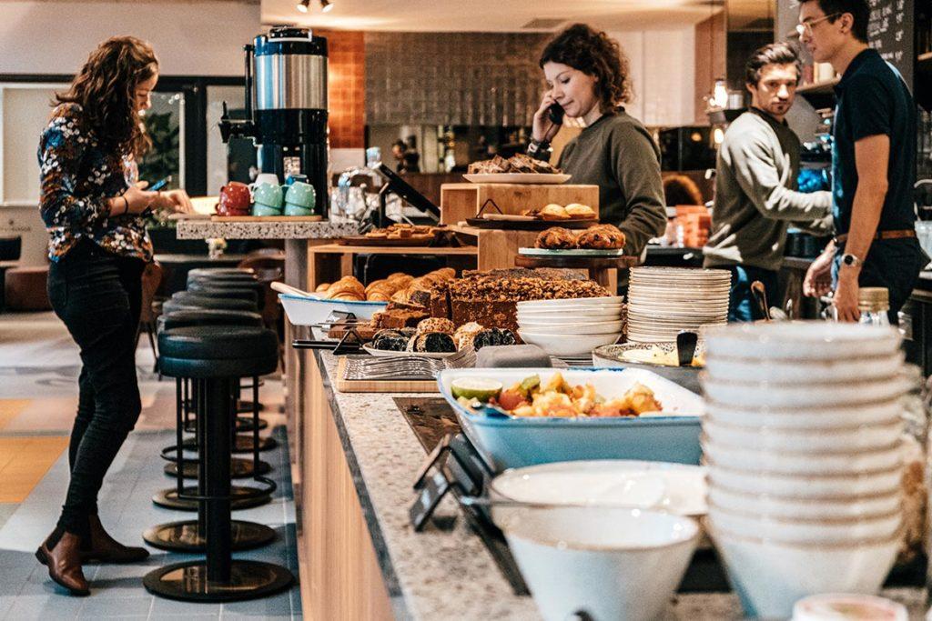 le Grand Quartier salle petit-déjeuner buffet Refuse to hibernate