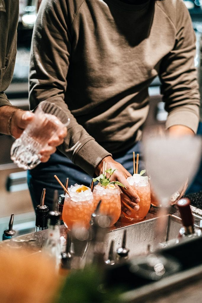 le Grand Quartier préparation cocktails Refuse to hibernate