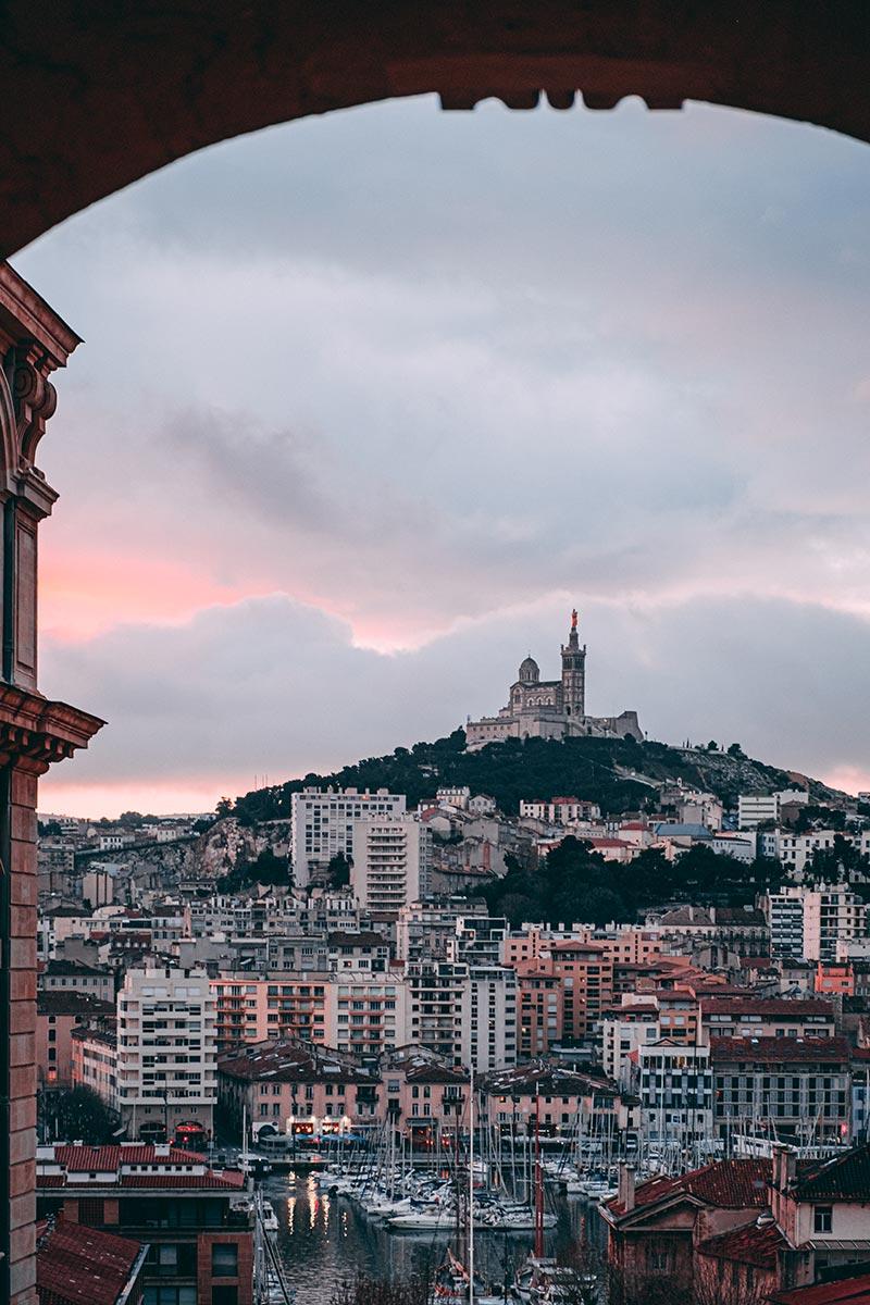 Bonne Mère port ciel rose Marseille Refuse to hibernate