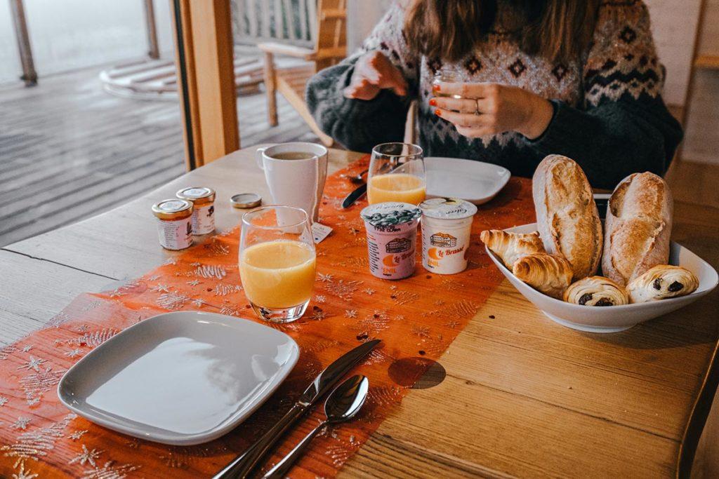 cabanes du Hérisson petit déjeuner Jura