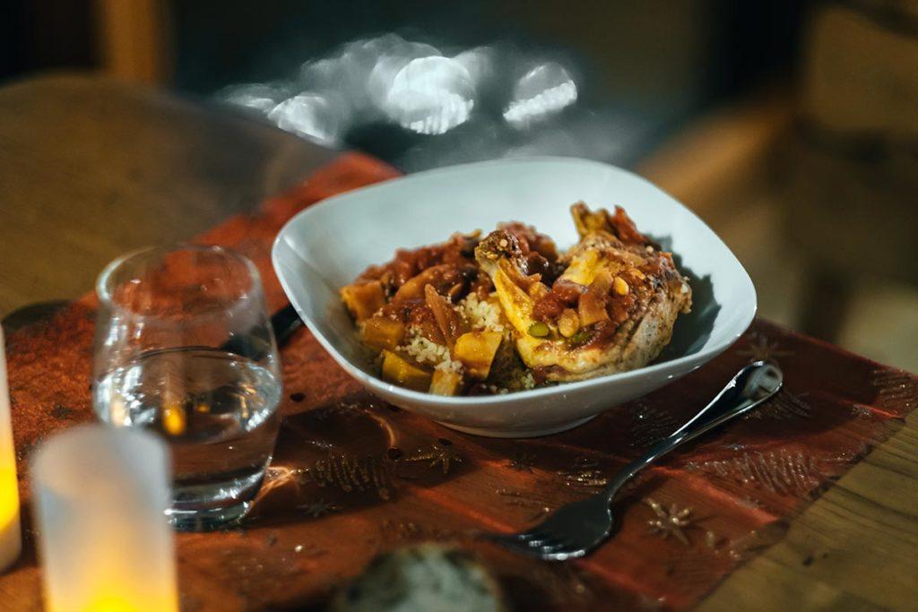 cabanes du Hérisson repas poulet légumes Jura