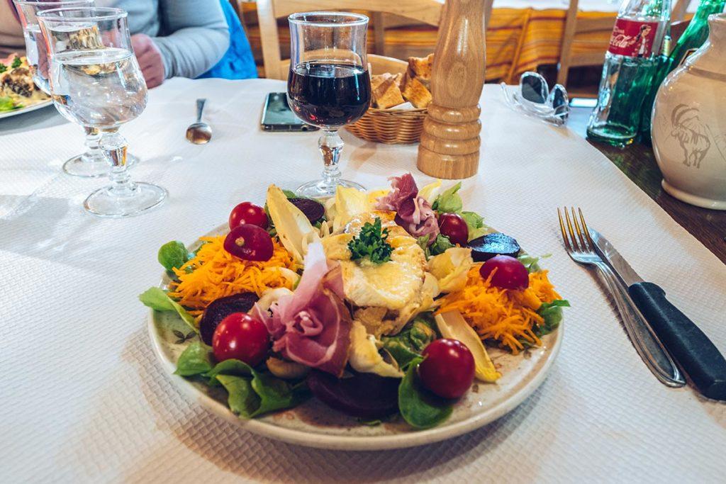 café de la chèvrerie salade savoyarde Alpes du Léman Refuse to hibernate