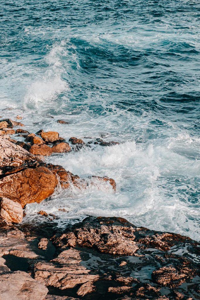 Calanque de Niolon vagues dorées Marseille Refuse to hibernate