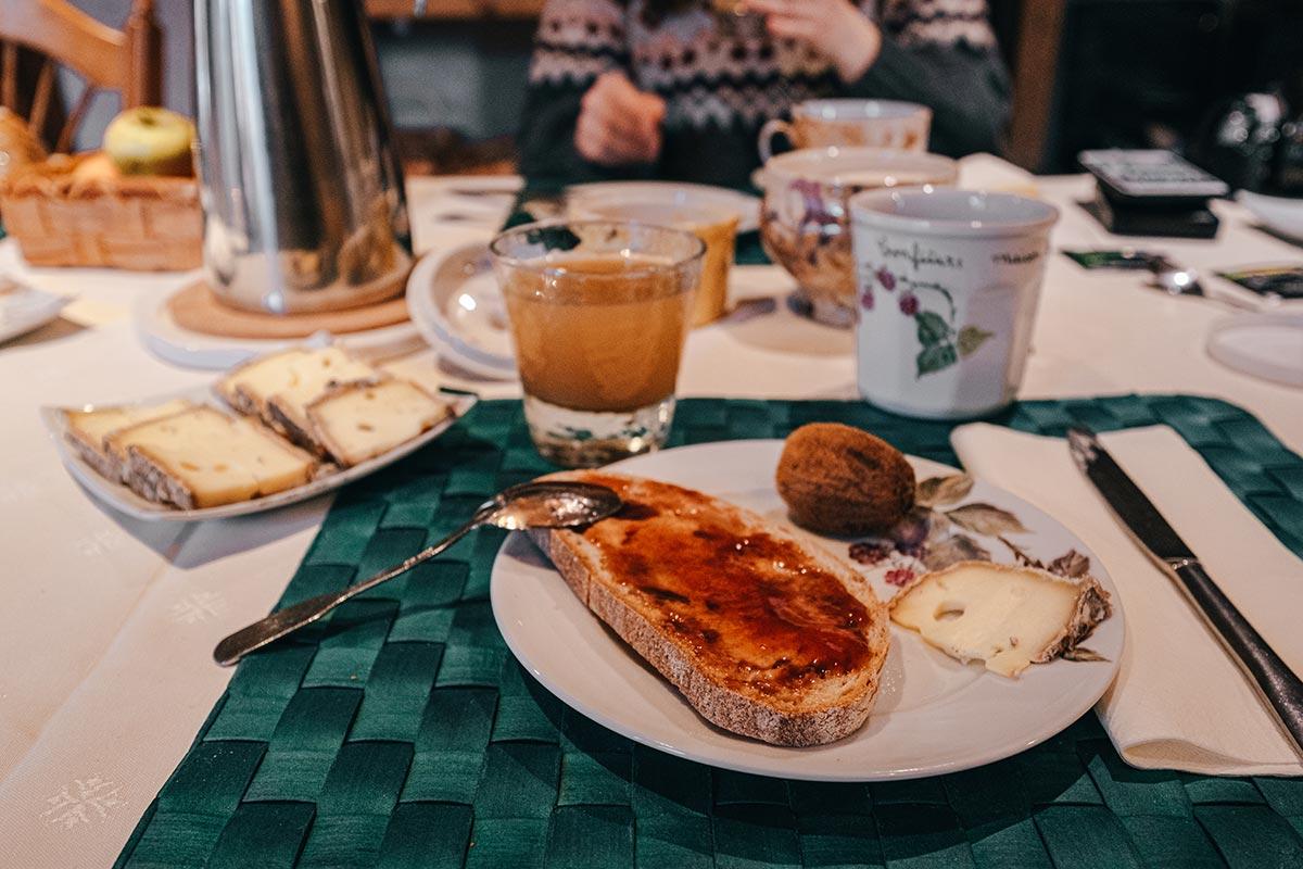 chambre d'hôte la Fontaine d'Argence petit déjeuner Alpes du Léman Refuse to hibernate
