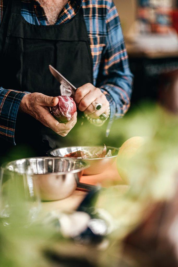 Chef Yvan Cadiou découpe oignon Marseille Provence Gastronomie Refuse to hibernate