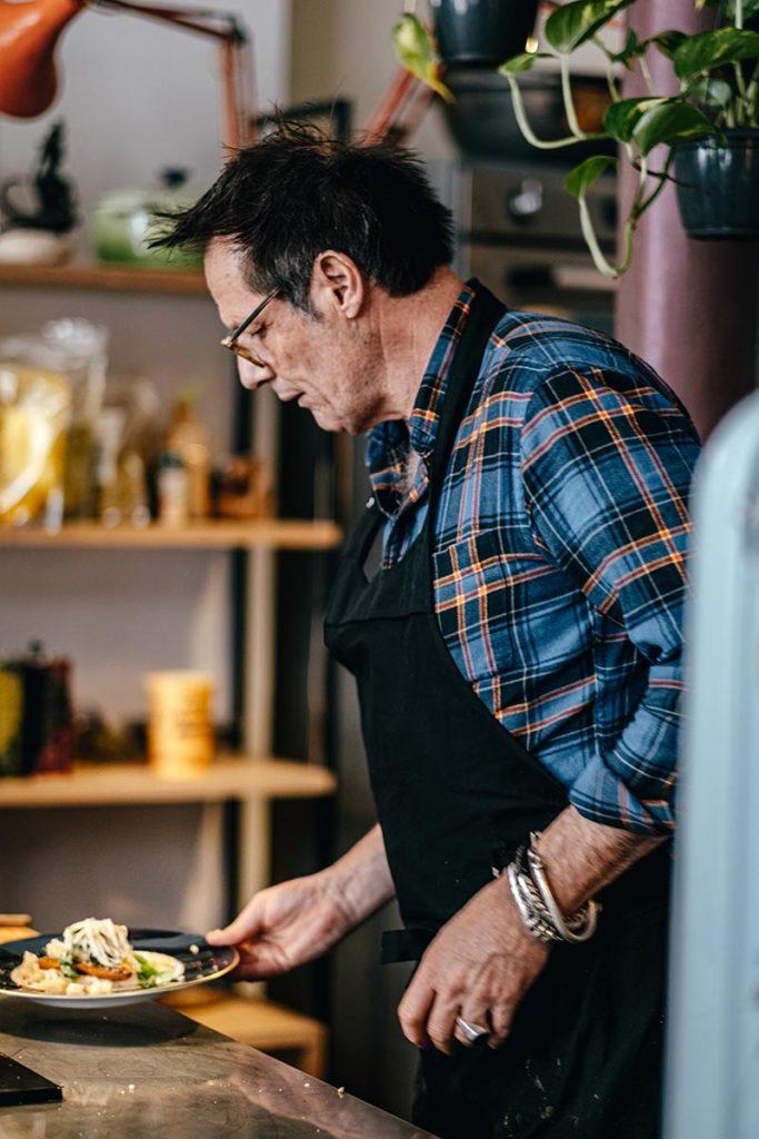 Chef Yvan Cadiou fait le service Marseille Provence Gastronomie Refuse to hibernate