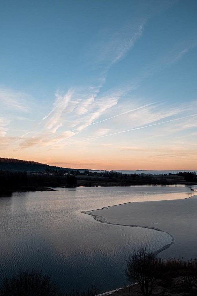 lac gelé de l'Abbaye depuis hôtel Jura Refuse to hibernate