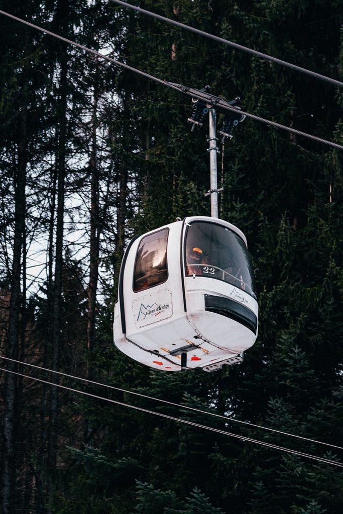 Saint Jean d'Aupls cabine Alpes du Léman Refuse to hibernate