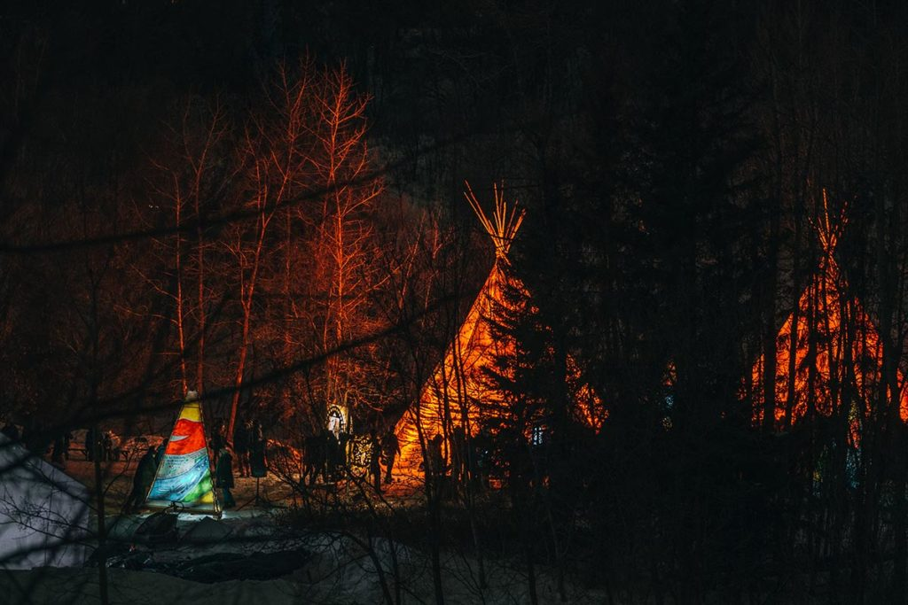 flying canoë volant tipis Edmonton Refuse to hibernate