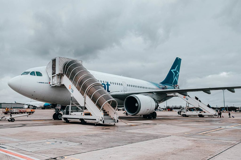 avion Air Transat sur le tarmac Refuse-to-hibernate