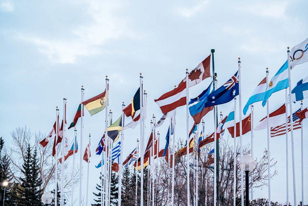 Winsport drapeaux Calgary Refuse to hibernate